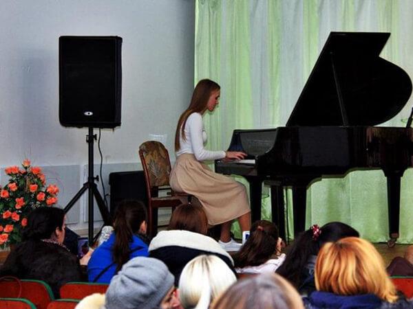 Фото концертів у Коростені та Хорошеві