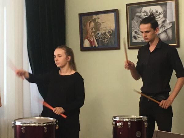 Музичне вітання від квартету барабанщиків