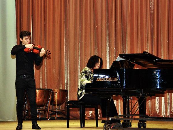 Концерт із нагоди Міжнародного дня музики та Дня працівників освіти 8